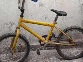 Vendo bicicleta de niño rodado 16 con detalles