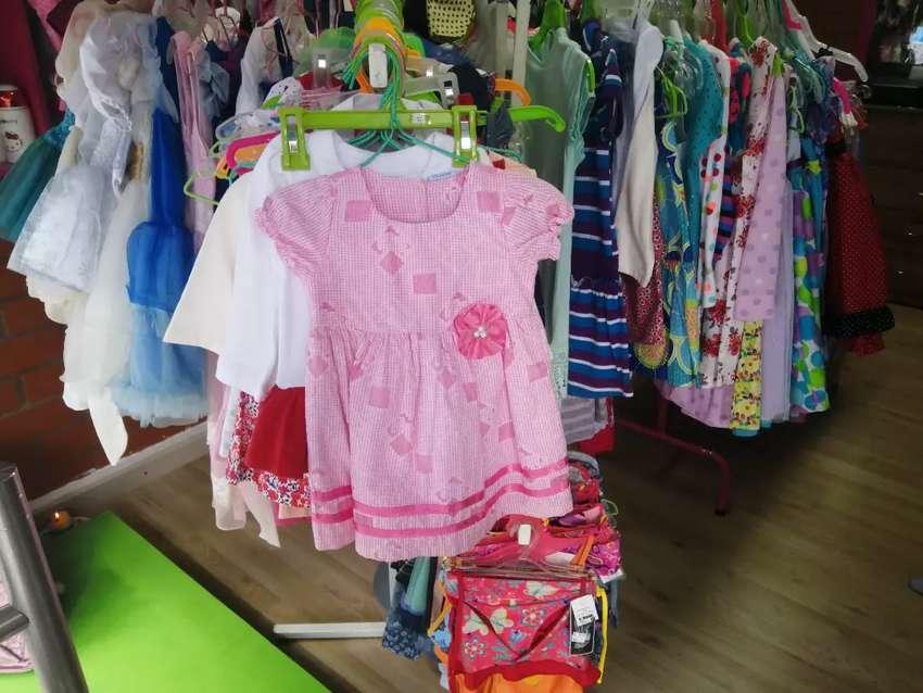 Gran liquidación de ropa para niños y niñas de T6 meses a T12 0