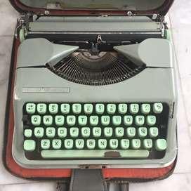 Máquina De Escribir Hermes Baby Con Dos Estuches