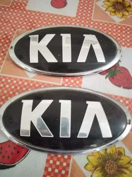 Emblemas KIA (par: 60 soles)