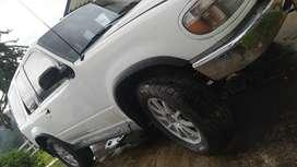 vendocambio ford explorer  muy buena 4x4 (montero)