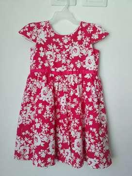 Se vende vestidos de niña