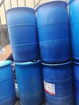 Alcohol antiséptico por canecas y tanques.