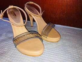 zapatos tipo tacon para mujer originales talla 7