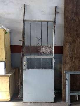 Vendo puerta de hierro con marco