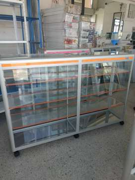 Vitrina mostrador en aluminio y vidrio de 150x100 nuevas.