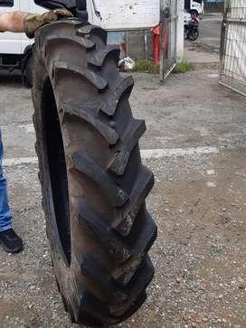 Llantas para tractor nuevas.
