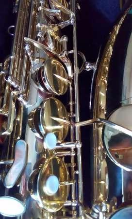 Saxofón tenor Scala cómo nuevo.