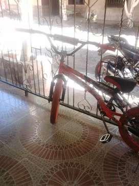 Vendo hermosa bicicleta rgw esta casi nueva llantas de colores naranja