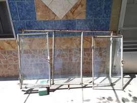 Ventana de hierro de tres hojas con vidrio de 1.75 x 1metro