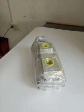 vendo bomba hidráulica caterpillar 910 T referencia 9T 8919