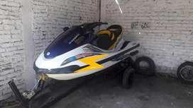 Vendo jet sky - yamaha  motor 1.100 casco modelo 2004 motor modelo motor modelo 2014. Con trailer excelente estado