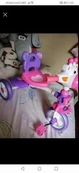 Hermoso triciclo musical nunca ha sido usado