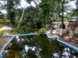 finca recreacional con salón de eventos y piscina natural construido hace tres años