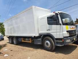 Camion con cámara isotermica doble eje de 18 toneladas