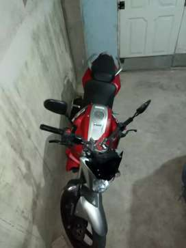 Vendo moto Yamaha fz único dueño muy buen estado , escucho oferta