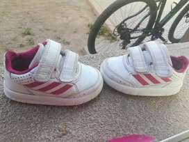 Zapatillas para nena talle 20 (usadas)