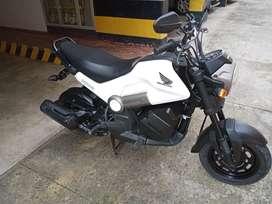 Vendo moto honda navi casi nueva