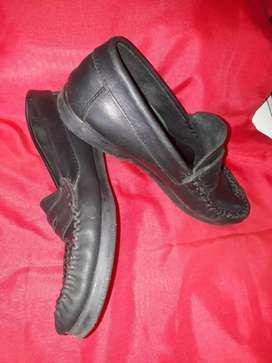 Zapato escolar usado en buen estado