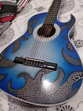 Guitarra acústica con forro semiduro y forro blando