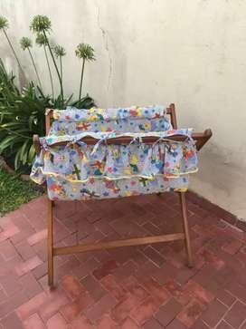 Vendo catre para bebé con colchón y juego de sabanas