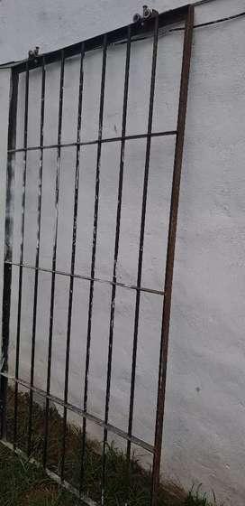 Puerta de reja corrediza