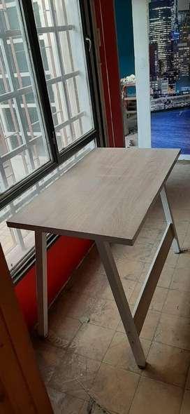 Vendo mesas laqueadas y enchapadas