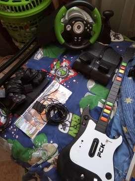 Vendo Ps2 con 5 juegos, 2 controles , Memoria 8MB , Un Manubrio y una guitarra.
