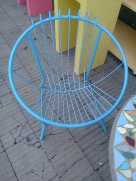 Vendo sillones de hierro con mesa