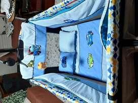 Corral con lencería completa y cambiador