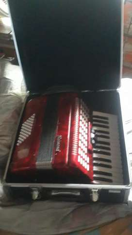 Vendo acordeon a piano-mandar watssap