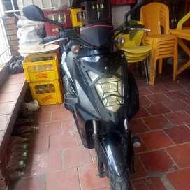 Vendo moto kymco modelo 2013, seguro al día, vence en octubre de 2022.