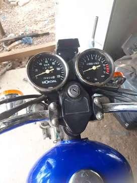 Vendo moto mondial choppera 150cc todos los papeles único dueño