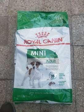 Alimento Royal Canin Mini Adultos 7,5 kg