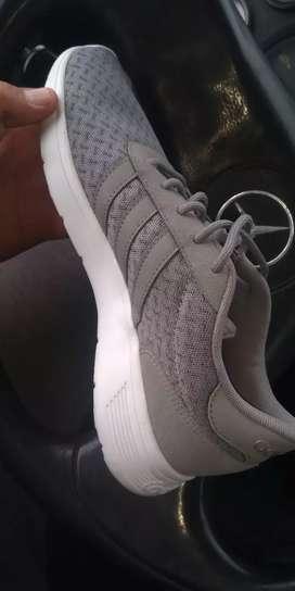 Vendo zapatillas Adidas original talle 40 unisex