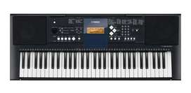 Piano yamaha E323