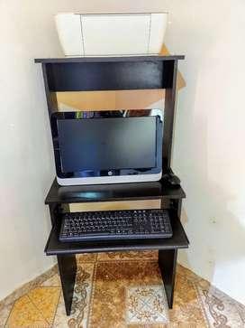 Se vende computador hp con su impresora también hp con mesa para el computador