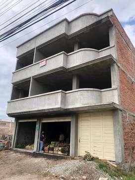 Se vende edificio en grises