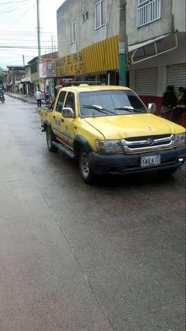 Vendo camioneta taxi de servicio mixto para trabajar en yumbo valle ,seguros al dia , recien reparada de motor