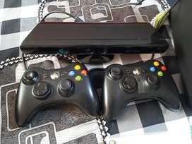 X box 360 slim, con 2 controles