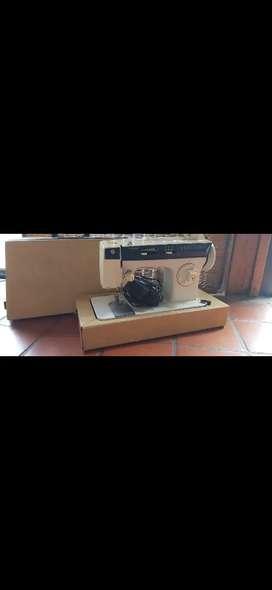 Maquina de coser eléctrica Singer 875 con valija
