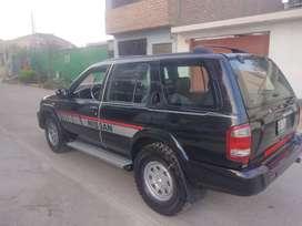 Camioneta nissan pathfinder 4x4. del año 2000, gasolina y gas,  soat y revisión técnica vigente,