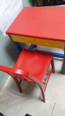Escritorio con silla para niñ@