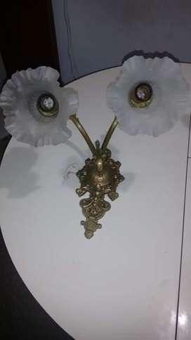Aplique de bronce con tulipas