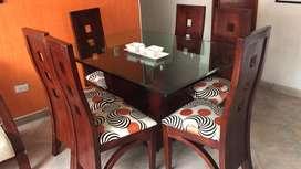 Comedor y mueble auxiliar