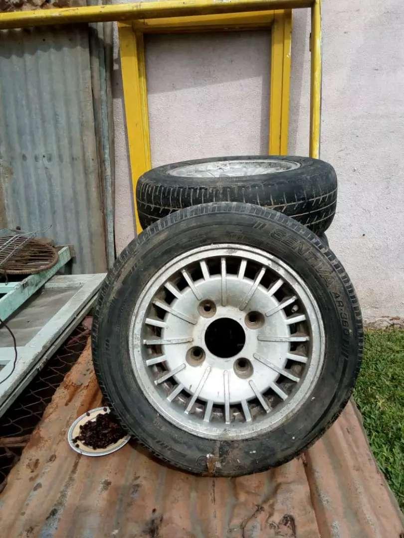 Vendo conpleta son 185/60/14 de aluminio 0