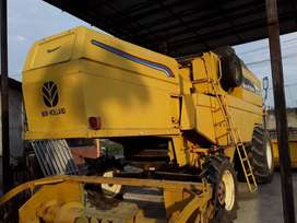 COSECHADORA NEW HOLLAND TC55 - CON ORUGA