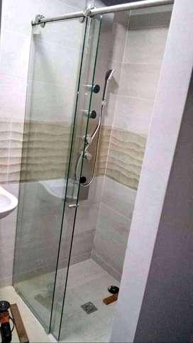 Divisiones de baño en vidrio templado de 8mm y acero inoxidable