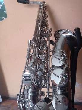 Saxofón Amati Saxo de oportunidad