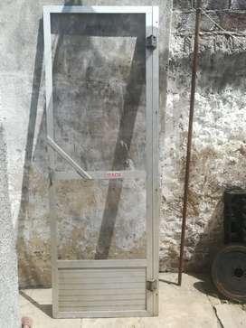 Vendo o permuto puertas mosquiteros de aluminio